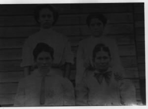 Cassie Lee Mosier [Hauser] with mother & sisters