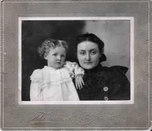 Claire kelly & half sister Maybelle Kelly Creighton.jpg