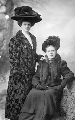 Genevieve Winne and her father's older sister Christina