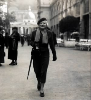 Viola Rodgers in Paris.JPG