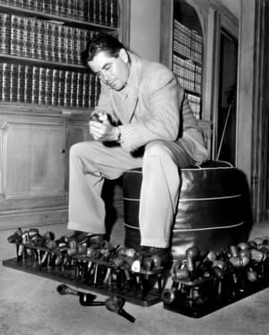 Glenn Ford cleaning his pipes