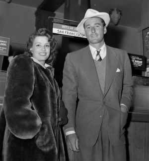 Flynn and first wife Lili Damita at Los Angeles airport in 1941.