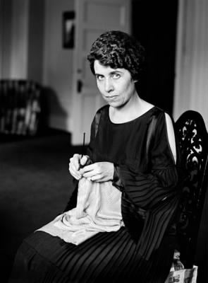 443px-Grace_Coolidge_knitting.jpg