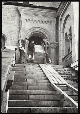 Recovery of looted artworks, 1945.jpg