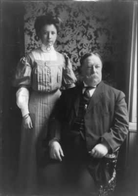 800px-William_Howard_Taft_with_his_daughter.jpg